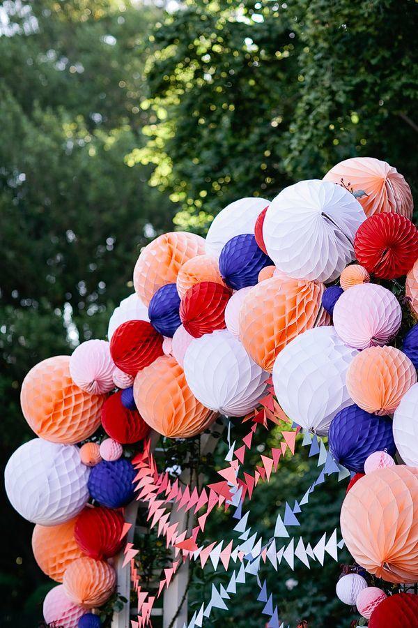 Как сделать шары соты из бумаги своими руками для украшения зала 80